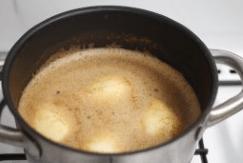 Poires pochées au cidre et aux épices