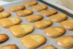 Biscuits sachets de thé et glaçage façon confiture de lait