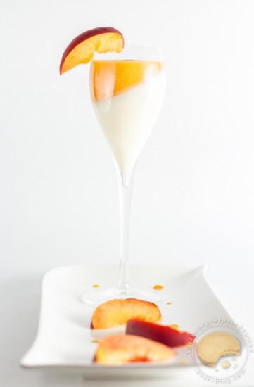 cuisine - pannacotta - peach